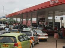 A-long-queue-of-vehicles-for-petrol-at-a-Total-Filling-station-in-Accra.-Photo.-Maxwell-K.-Bilson-620x330
